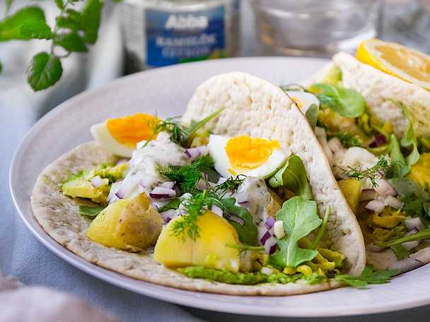 Somrig silltaco med avokado, ägg och potatis