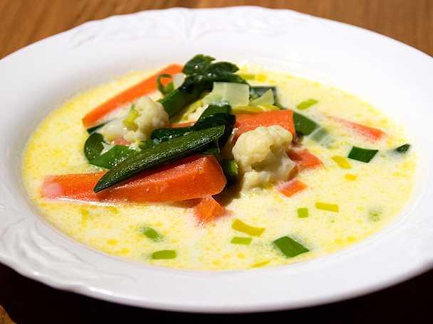 Soppa med sommargrönsaker