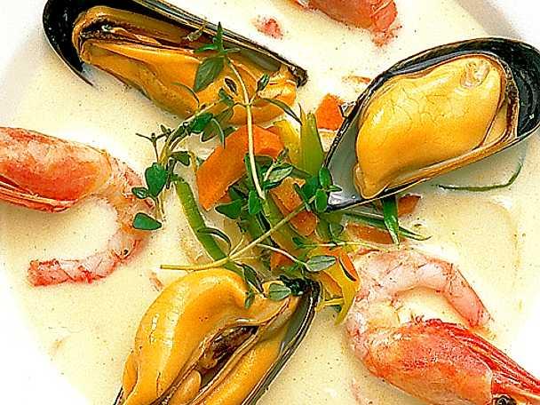 Soppa på blåmusslor och räkor