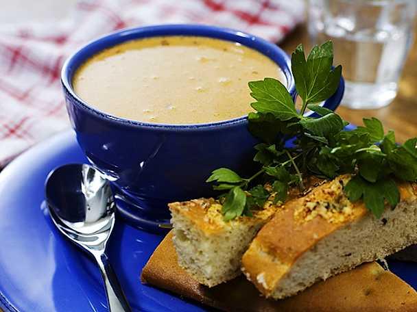 Soppa på trattkantareller med ostbröd