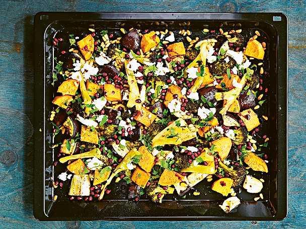 Sötpotatis med broccoli, feta och granatäppelkärnor