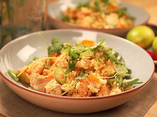 Sötsur chilikyckling med stekt ris