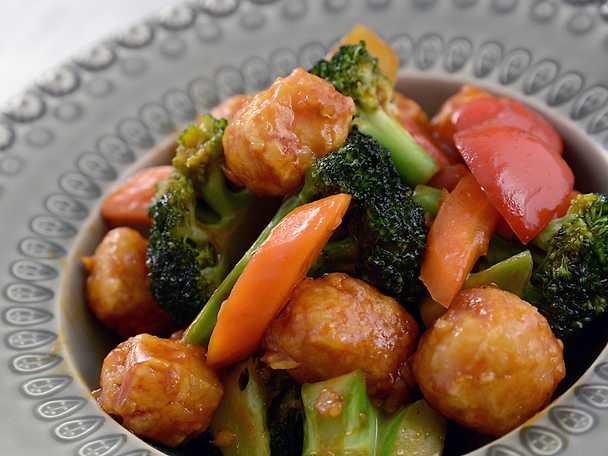 Sötsur tofu- och grönsakswok