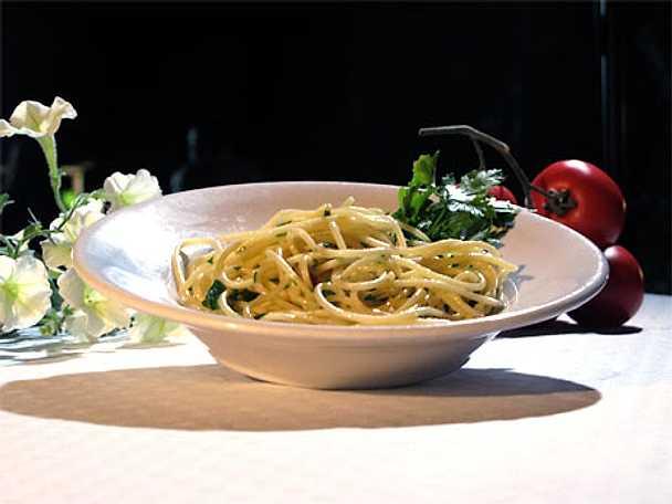 Spaghetti al olio aglio e peperoncino - Spaghetti med olivolja, vitlök och peperoncino