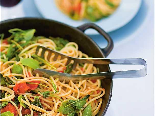 Spaghetti con salsa di pomodoro e rucola - pasta med rucola och tomat