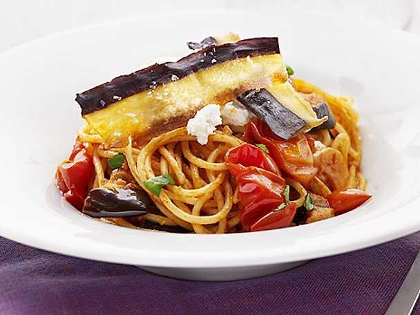 Spaghetti med aubergine och tomat