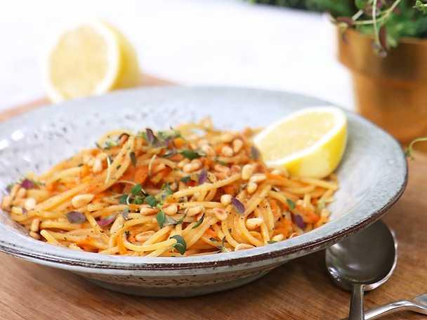 Spaghetti med morot- och timjansås