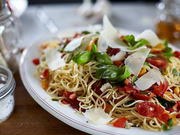 Spaghetti med rå tomatsås