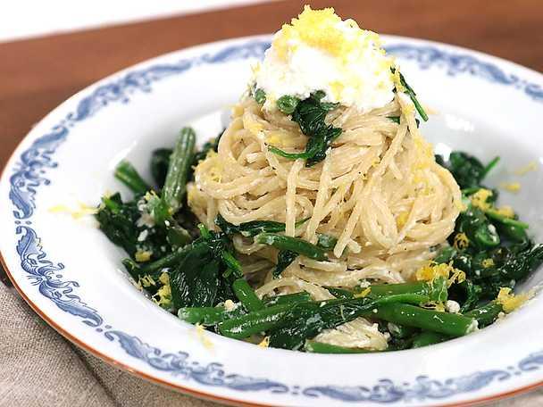 Spaghetti med spenat, sardeller och ricotta
