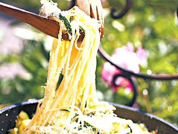 Spaghetti med zucchini