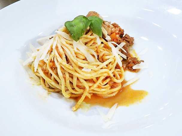 Spaghetti och köttfärssås med bakade champinjoner