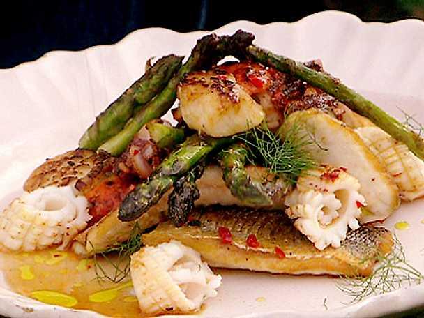 Sparris med fisk- och skaldjurspanna