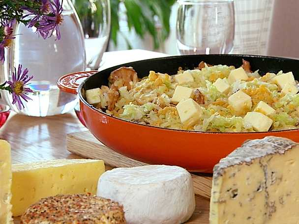 Spätzle med linser, savoykål, svamp och salladsost