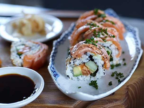 Spicy inside out sushi salmon rolls