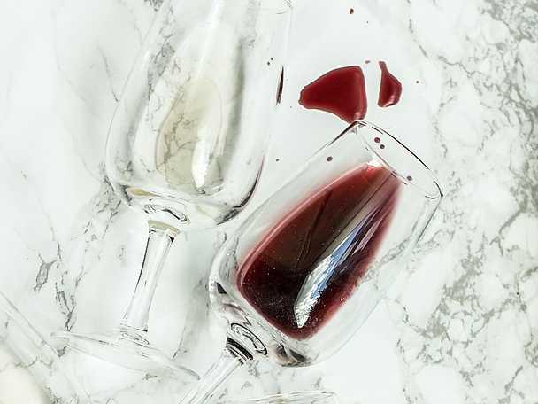 hur får man bort rödvin