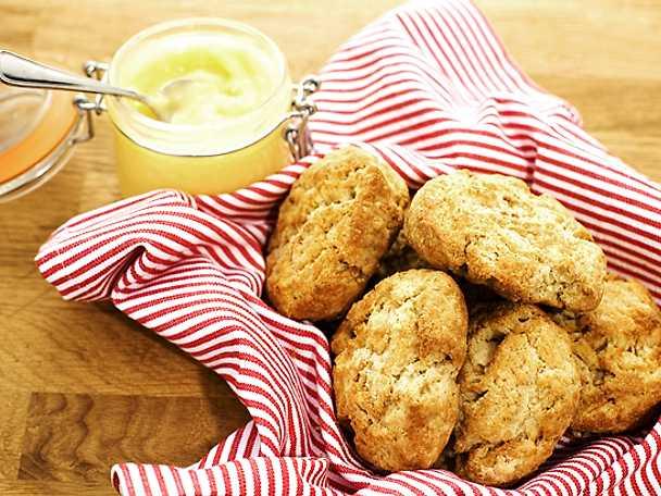 Spröda scones med honung