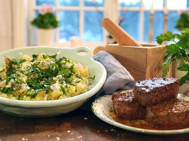 Steak Hasse med krossad potatis och persilja