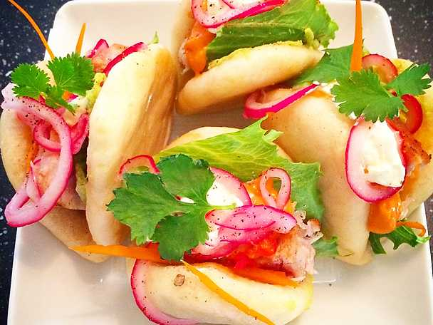 Steamed buns med halstrad tonfisk