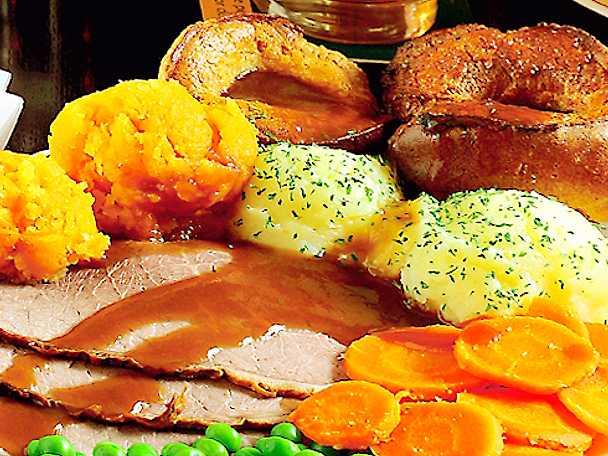 Stek med Yorkshirepudding och kokta grönsaker