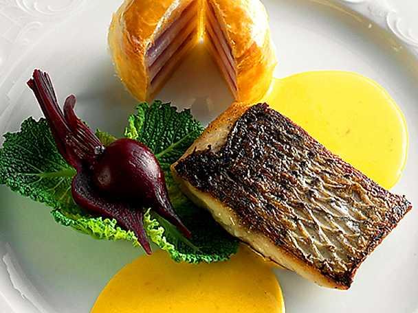 Stekt fisk i saffranssås