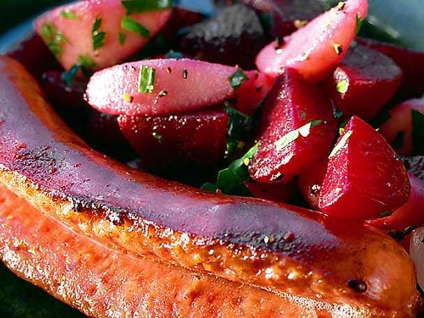 Stekt isterband med äpple, rödbeta och syltlök