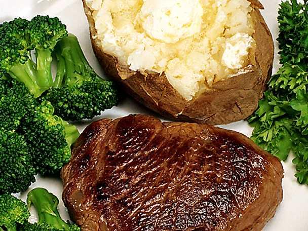 Stekt oxfilé med bakad potatis