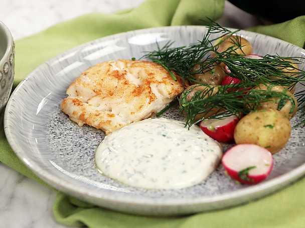 Stekt torsk med sötsyrlig dillsås och färskpotatis