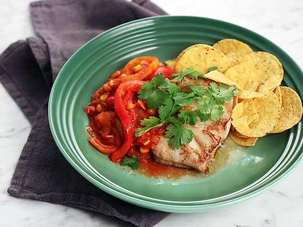 Stekt torsk med tacokryddad tomatsås och nachos