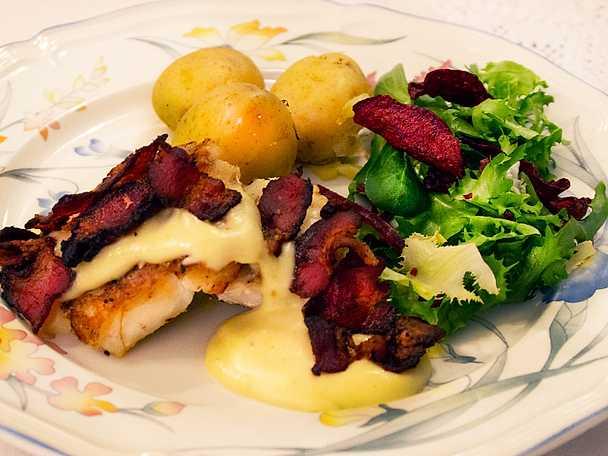 Stekt torskrygg med vitvinssås och kokt potatis