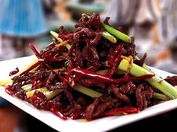 Stekta biffstrimlor i kinesiskt risvin