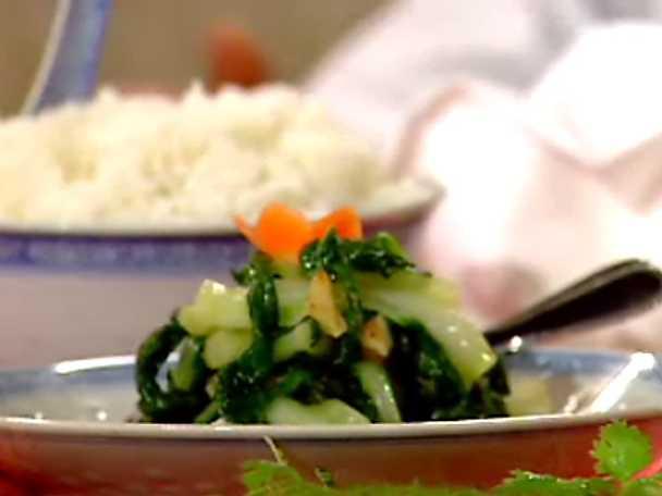 """Stekta kinesiska grönsaker """"Pak-Choy"""" med vitlök"""