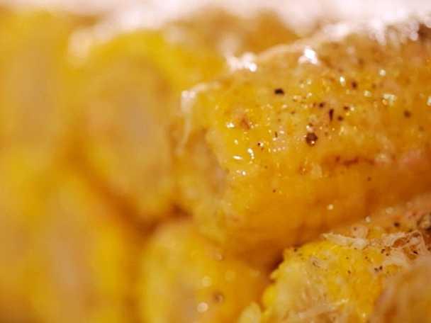 Stekta majskolvar med citronsmör och parmesan