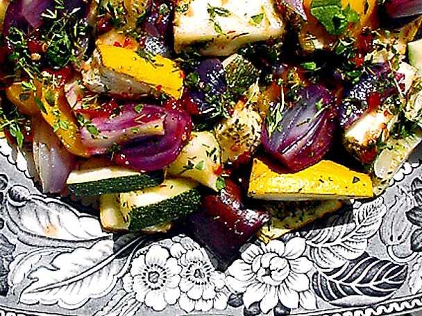 Stekta sommargrönsaker med gurksås