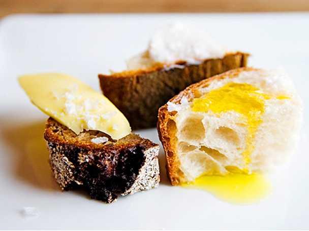 Stenugnsbakat bröd med sidfläsk