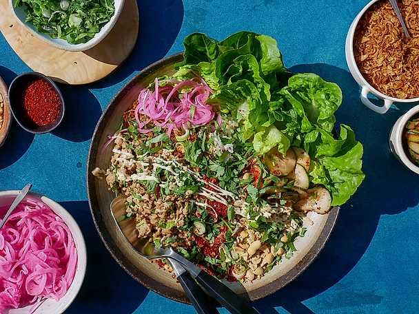 """Sticky rice bowl """"Vietnam"""" med kyckling, sojamajonnäs och chiligurka"""