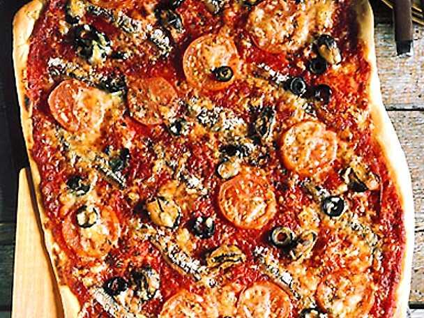 Storpizza med ansjovis