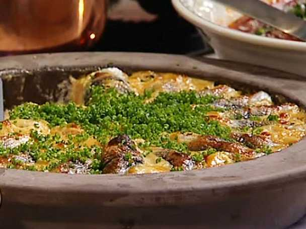 Strömmingslåda med orökt kaviar