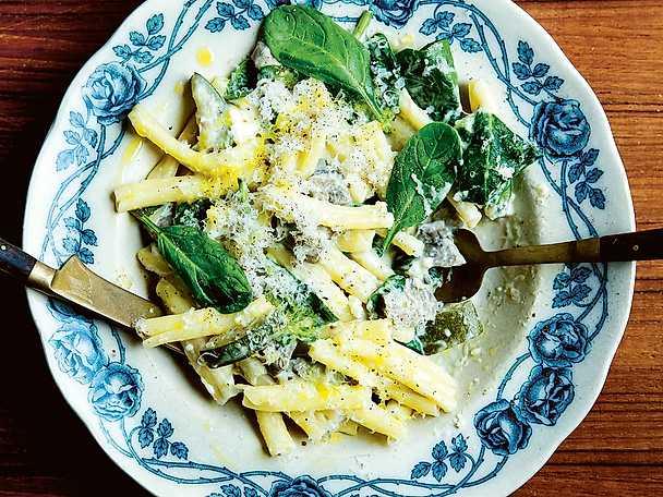 Strozzapreti med zucchini- och fetaostsås