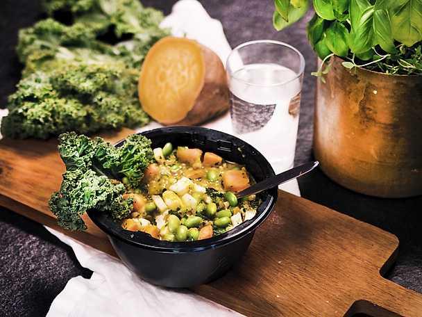 Superbowl med sötpotatis, halloumi och grönkål