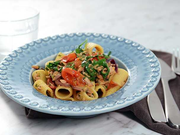 Supersnabb tonfiskpasta med oliver och kapris
