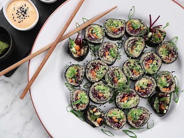 Sushi med grönsaker och quinoa