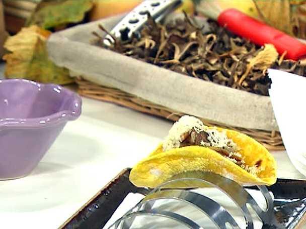 Svamptacos med dragon och riven ost