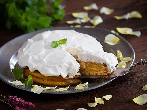 Svensk potatis Potatistårta med äppelmos och grädde