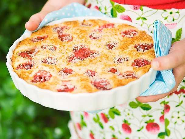 Systrarna Eisenmans jordgubbspaj med limekräm