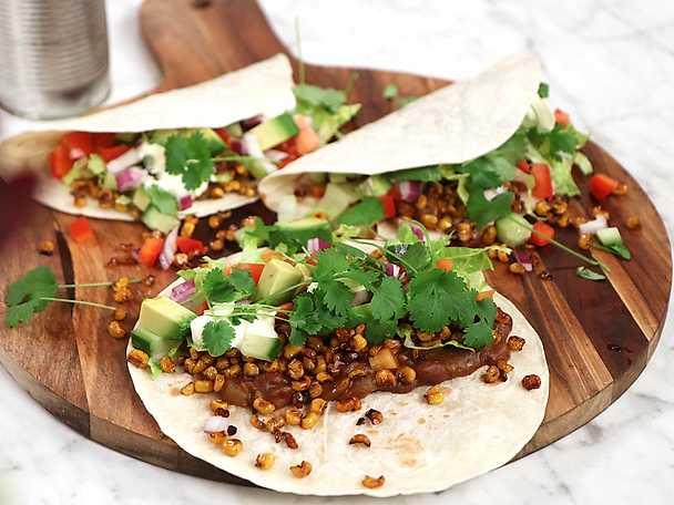 Tacos med refried beans och smörstekt majs