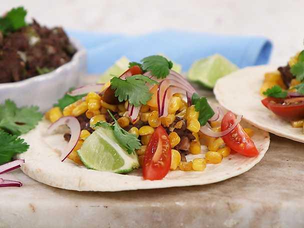Tacos med stekt majs och bönröra