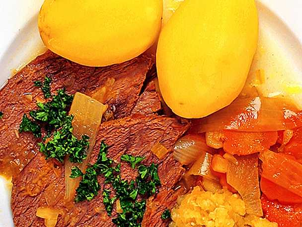 Tafelspitz med potatis, morot och apfelkren