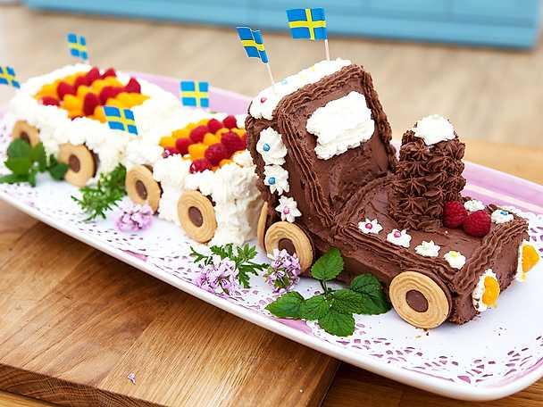 Tågtårta med chokladglasyr och ballerinahjul