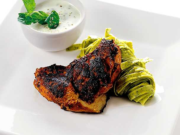 Tandoorimarinerad kycklingfilé med tagliatelle