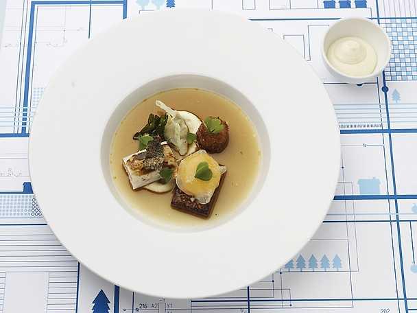 Tartar på råräka, räk- och fänkålsbakad sej samt lättrökt musseldumpling